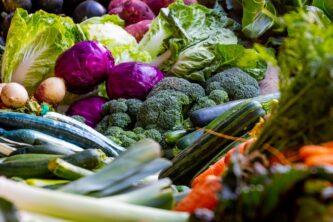 Много разных спелых овощей, которые можно сажать под зиму